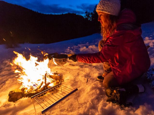Une fondue dans la neige pour le dîner