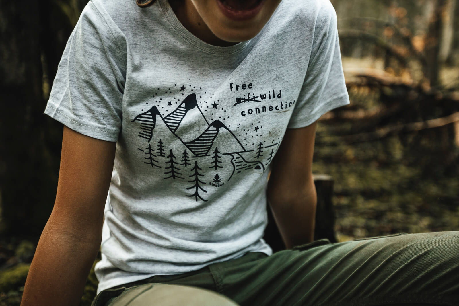 T shirt enfant Bio – Free wild connection – Gris galet chiné – Petit Bivouac