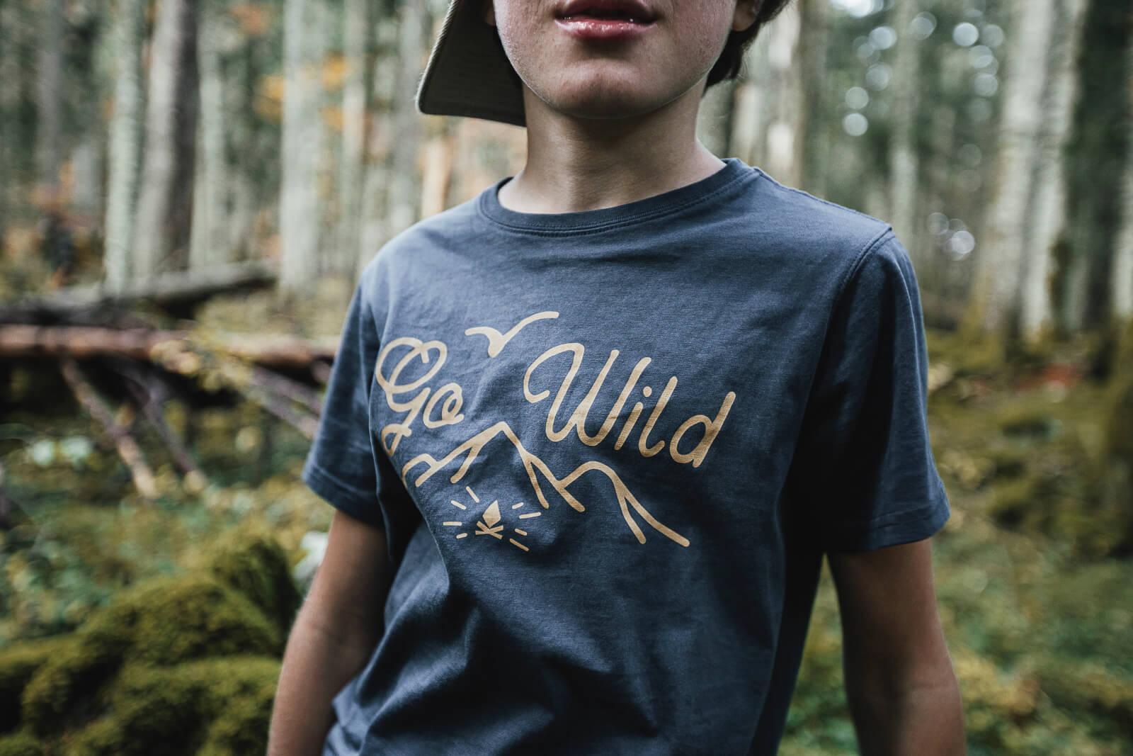 T-shirt enfant Bio – Go Wild – Bleu nuit – Petit Bivouac