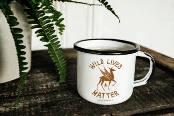 Mug métal émaillé Petit Bivouac Wild Lives Matter